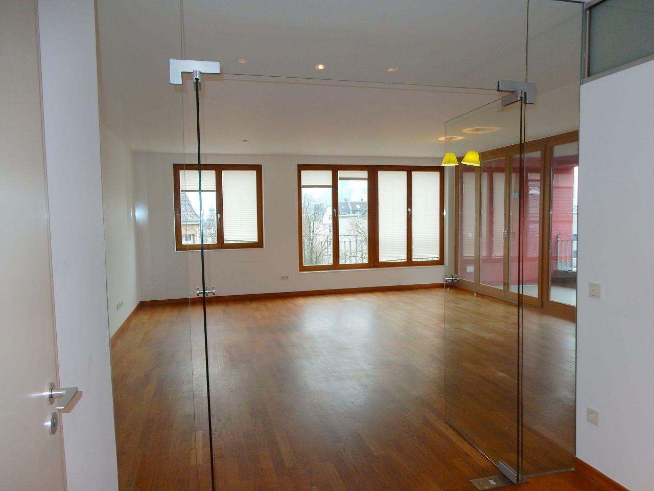 Wohnzimmer mit Glastür