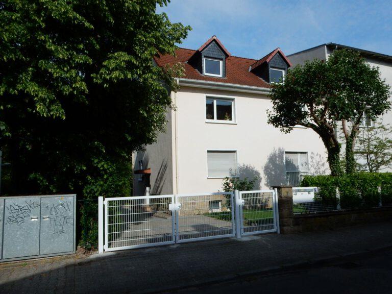 Frankfurt am Main - Helle, ruhige 3 Zimmer Dachgeschosswohnung im Dichterviertel (Dornbusch)